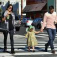 Belle journée pour Alessandra Ambrosio et sa famille dans les rues de Santa Monica le 23 février 2012