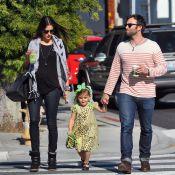Alessandra Ambrosio, enceinte, profite du soleil en famille