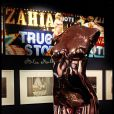 Buste de Zahia lors de l'exposition Zahia de 5 à 7, à la galerie du Passage, à Paris, le 7 février 2012
