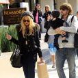 Déjeuner familial pour Rachel Zoe, stylée avec un bonnet identique à celui de son fils Skyler, un sac Alexander McQueen au bras à West Hollywood, le 18 février 2012.