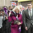 Le prince Charles et Camilla Parker Bowles en visite dans le Middlesex, au lycée d'Uxsbridge, le 22 février 2012 dans le cadre du programme Teach First, dont le prince de Galles est le patron.