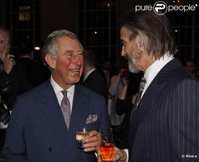Le prince Charles et l'acteur Jeremy Irons, tous deux âgés de 63 ans, prenaient part le 29 février 2012 à Londres à une soirée à la mémoire de Vaclav Havel, décédé en décembre 2011 à 75 ans.