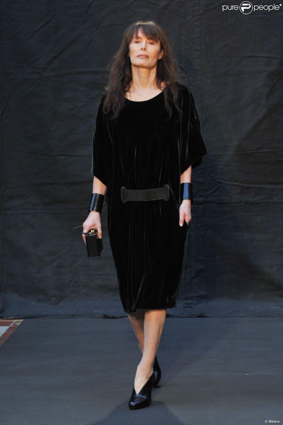 bambou s 39 improvise mannequin lors du d fil herm s paris le 4 mars 2012 purepeople. Black Bedroom Furniture Sets. Home Design Ideas