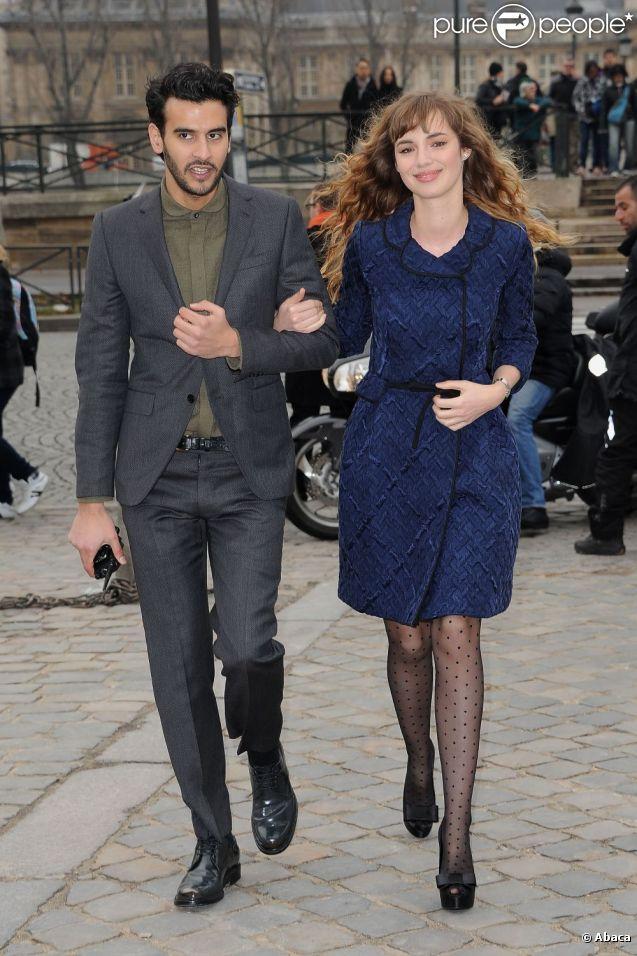 Louise Bourgoin lors de son arrivée au défilé Louis Vuitton le 7 mars 2012