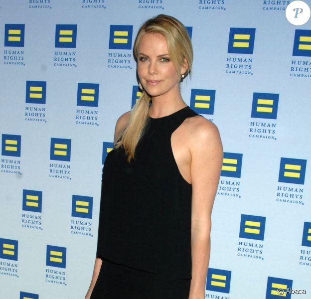 Charlize Theron à Los Angeles pour le gala des droits de l'homme le 17 mars 2012