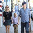 Reese Witherspoon, son fils Deacon et son mari Jim Toth le 2 octobre 2011 à Los Angeles