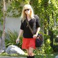Reese Witherspoon a un petit ventre rond sur ces images du 21 mars à la sortie de sa propriété.