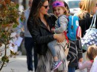 Alessandra Ambrosio, enceinte, dévoile ses jambes sublimes et douces