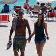 Christian Audigier et sa belle Nathalie Sorensen sortent de la plage à Miami le 24 mars 2012