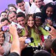 Jennifer Lopez a fait une apparition à la télévision brésilienne dans l'émission Melhor do Brasil aux côtés de son amoureux Casper Smart, le 26 mars 2012 à São Paulo, et a posé avec ses fans