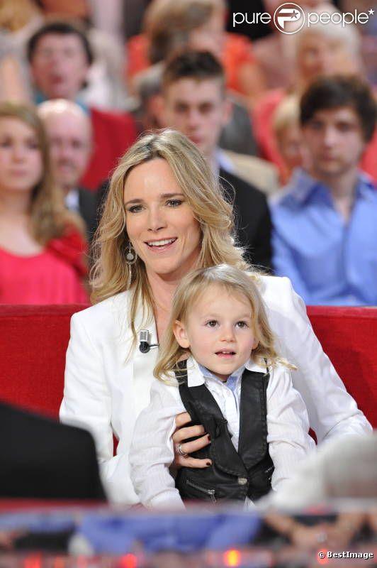 Géraldine Danon et sa petite Marion le 27 mars lors du tournage de l'émission Vivement Dimanche qui sera diffusée le 1er avril 2012