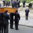 Le cercueil arrive à l'église de Saint Roch