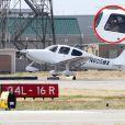 Angelina Jolie, aux commandes d'un petit avion, décolle de l'aéroport de Van Nuys à Los Angeles le 23 mars 2012