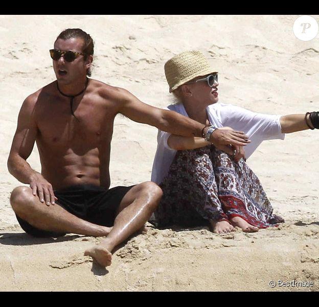 Gwen Stefani, son époux Gavin et leurs bouts d'chou sous le soleil du Mexique. Avril 2012