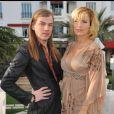 Natacha Amal et Christophe Guillarmé posent devant le Majestic Barrière à Cannes, le 7 avril 2012.