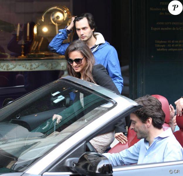 Pippa Middleton se fait raccompagner en Audi décapotable à la gare du Nord par des copains, dont Arthur de Soultrait qui fétait ses 30 ans le 13 avril 2012.