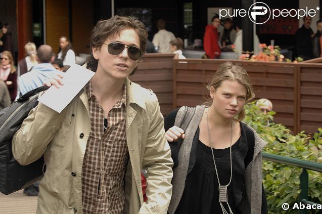 Raphaël et Mélanie Thierry heureux parents