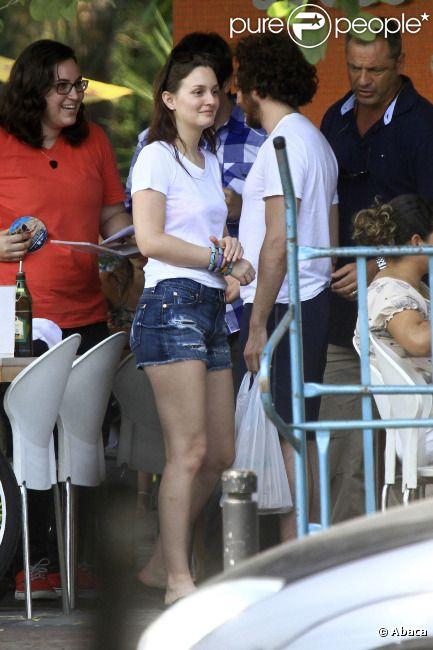 Leighton Meester et son amoureux Aaron Himelstein profitent de vacances à Rio, au Brésil, le 14 avril 2012