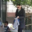 Complices, Sandra Bullock et son fils Louis à Los Angeles le 17 avril 2012