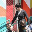 Sandra Bullock et son fils Louis à Los Angeles le 17 avril 2012