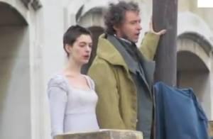 Les Misérables : Anne Hathaway, méconnaissable, chante avec Hugh Jackman