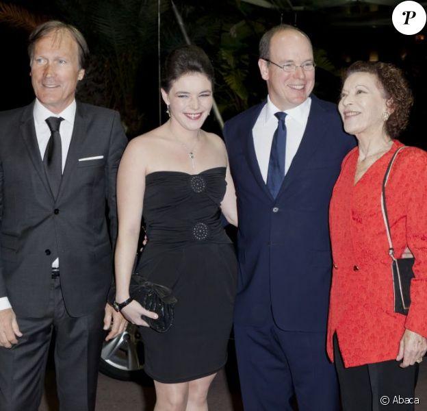 Le prince Albert II de Monaco et le directeur du Masters 1000 de Monte-Carlo Zeljko Franulovic avec Mélanie-Antoinette Costello de Massy et sa mère Elisabeth-Anne de Massy. Soirée de gala lors du Monte-Carlo Rolex Masters 1000, à Monaco, le 20 avril 2012.