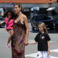 Heidi Klum était photographiée accompagnant ses trois enfants, Leni, Henry et Johan, à leur cours de karaté. Los Angeles, samedi 21 avril.