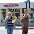 Heidi Klum et sa maman Emma savourent un café, à Los Angeles, ce samedi 21 avril.