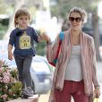 Alessandra Ambrosio et sa fille Anja à Los Angeles, le 15 mars 2012.