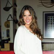 Alessandra Ambrosio : enceinte de huit mois, elle pose nue avec des bijoux