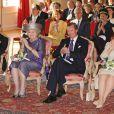 Le grand-duc héritier Guillaume de Luxembourg en activité officielle avec le couple grand-ducal en 2012