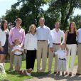 La famille grand-ducale de Luxembourg rassemblée au château de Colmar-Berg en juin 2011.