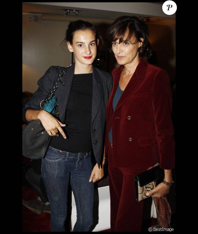In s de la fressange et sa fille nine en septembre 2011 paris - Ines de la fressange filles ...