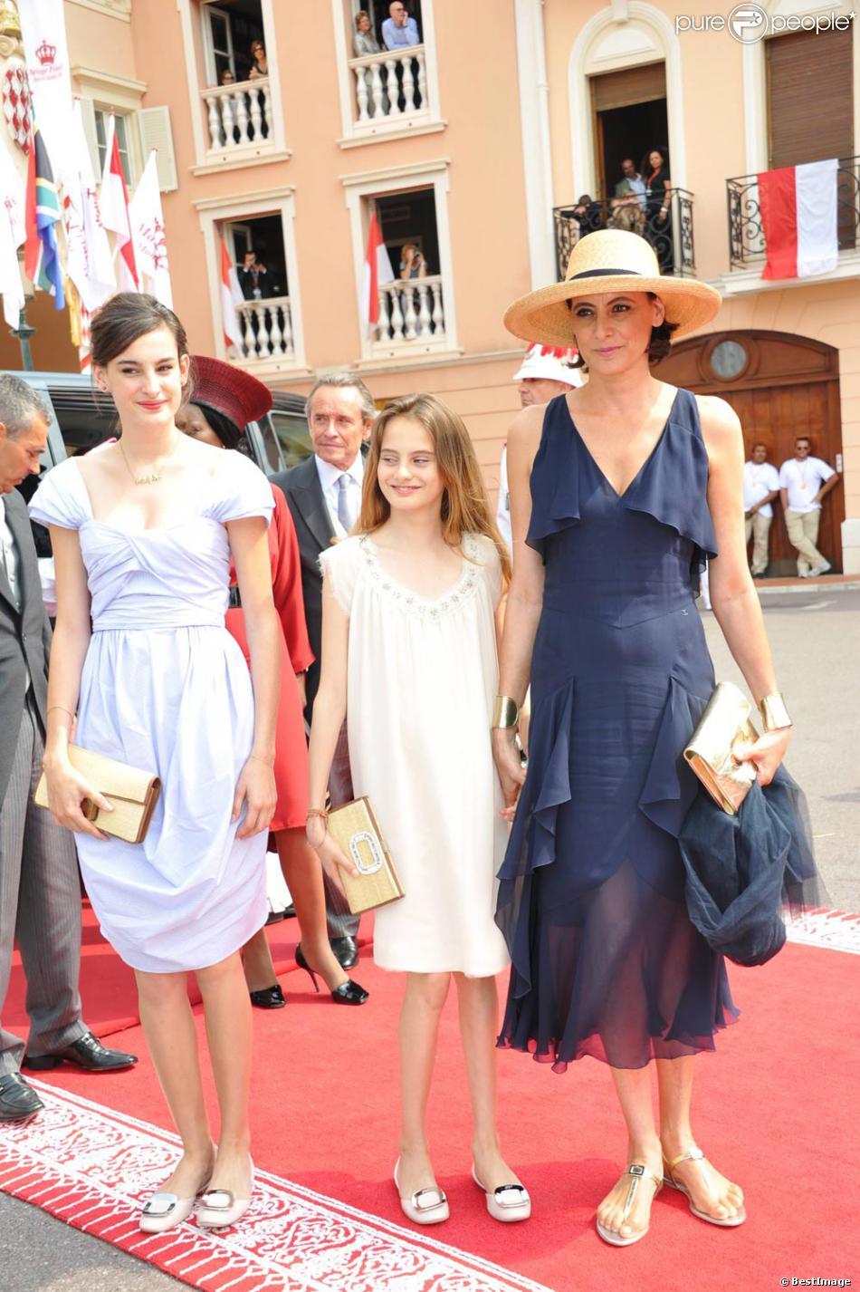 In s de la fressange et ses filles nine et violette au for Robes blanches simples pour le mariage de palais de justice