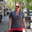 Hilary Duff sort de son cours de pilates à Los Angeles, le 27 avril 2012.