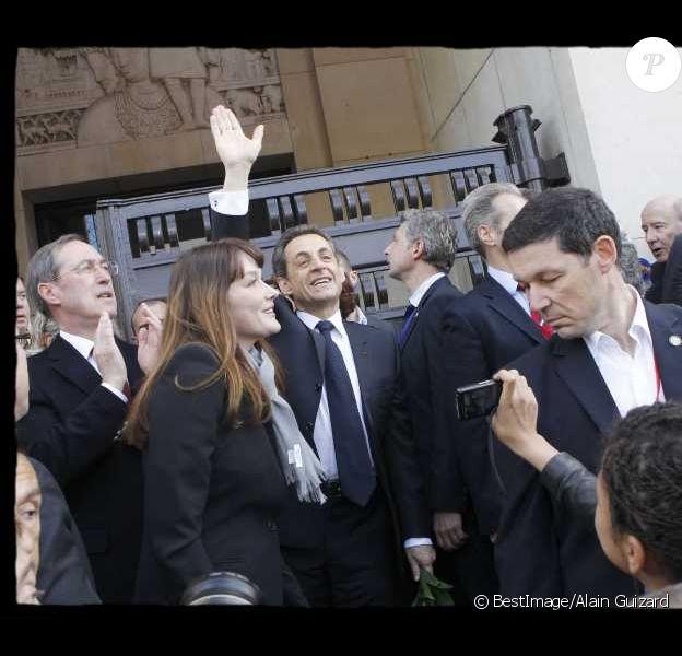 Nicolas Sarkozy et Carla Bruni le 1er mai 2012 lors du meeting de Nicolas Sarkozy au Trocadéro à Paris