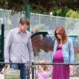 Alyson Hannigan enceinte emmène au parc sa fille Satyana, en compagnie de son mari Alexis Denisof, le 3 mai 2012 à Los Angeles