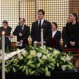 Très soudés, le prince Louis de Bourbon et la princesse Maria Margarita, duc et duchesse d'Anjou, se sont recueillis à la mémoire d'Emmanuelle de Dampierre.   Les obsèques d'Emmanuelle de Dampierre, duchesse douairière de Ségovie et d'Anjou, morte le 3 mai 2012 à Rome, ont eu lieu le 11 mai à Paris en l'église Notre-Dame du Val-de-Grâce, rassemblant autour de son petit-fils le prince Louis de Bourbon la famille légitimiste et la Maison de France. La défunte a ensuite été inhumée au caveau familial Dampierre du cimetière parisien de Passy, en petit comité.