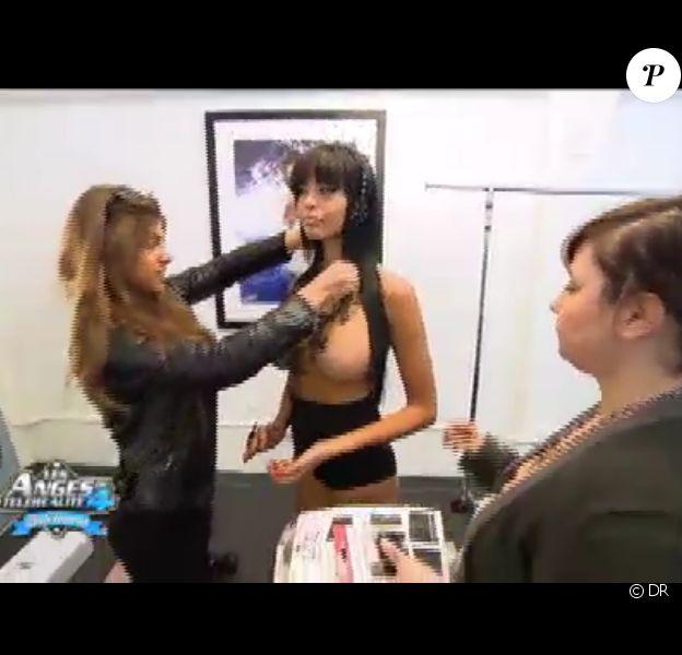 Nabilla, divine, lors de la préparation avant son shooting dans Les Anges de la télé-réalité 4 le jeudi 10 mai 2012 sur NRJ 12