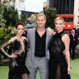 Kristen Stewart, Chris Hemsworth et Charlize Theron lors de l'avant-première du film Blanche-Neige et le chasseur à Londres le 14 mai 2012