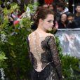 Kristen Stewart porte une robe Marchesa lors de l'avant-première du film Blanche-Neige et le chasseur à Londres le 14 mai 2012
