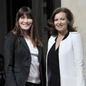 Carla Bruni-Sarkozy remet à Valérie Trierweiler les clés de l'Elysée