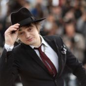 Cannes 2012 : Pete Doherty, sobre et soigné, plonge dans les yeux de Lily Cole