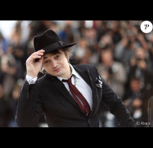Pete Doherty, près du Palais des Festivals à Cannes, le dimanche 20 mai, à l'occasion de la projection en Sélection officielle Un certain regard du film Confession d'un enfant du siècle.