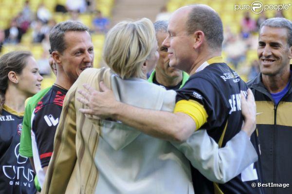 Albert de Monaco, la princesse Charlène et Michael Schumacher le 22 mai 2012 à Monaco pour un match de charité organisé au profit de l'association de la princesse Charlène