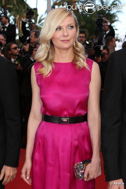 La craquante Kirsten Dunst lors de la montée des marches de  Sur la route , au Festival de Cannes le 23 mai 2012.