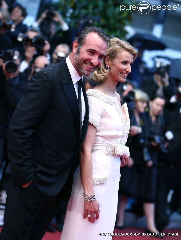 Jean Dujardin et Alexandra Lamy lors de la montée des marches de la cérémonie de clôture, le 27 mai 2012 au Festival de Cannes.