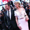 Alexandra Lamy et Jean Dujardin lors de la montée des marches de la cérémonie de clôture, le 27 mai 2012 au Festival de Cannes.