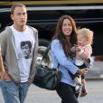 Balade en famille pour Alanis Morissette, son mari Mario Treadway et leur fils Ever. Los Angeles, le 5 mai 2012.