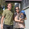 Alanis Morissette, Mario Treadway et le petit Ever dans les rues de Santa Monica le 22 octobre 2011